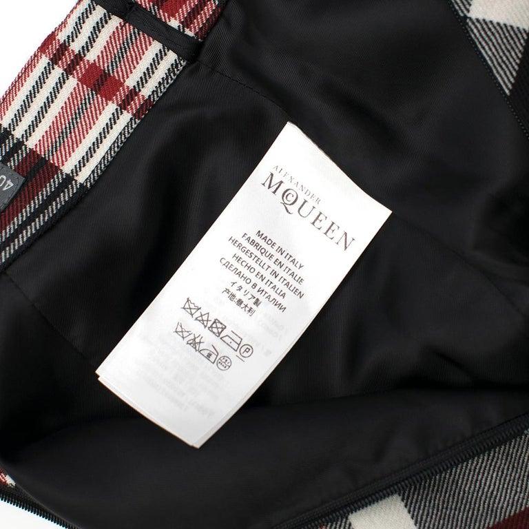 Women's or Men's Alexander McQueen Tartan Wool Pencil Skirt Size 40 For Sale