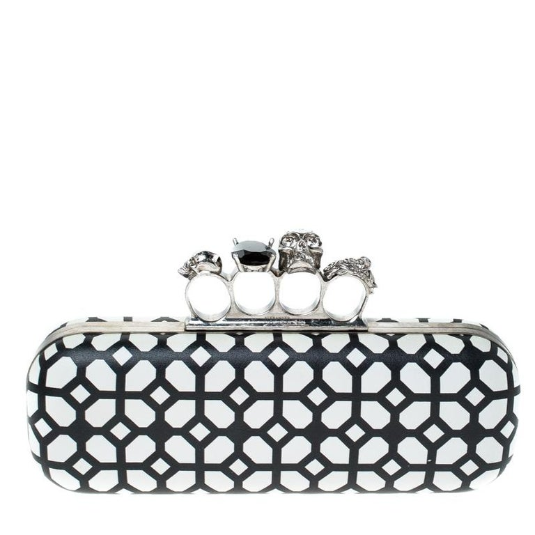 This Knuckle Clutch from Alexander McQueen exudes versatility and luxury. Lined with leather on the insides it features a white and black patent leather exterior. This piece is complete with the brand's iconic skull-clasp fastening. Flaunt this