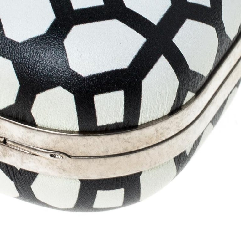 Alexander McQueen White/Black Patent Leather Skull Knuckle Clutch For Sale 2