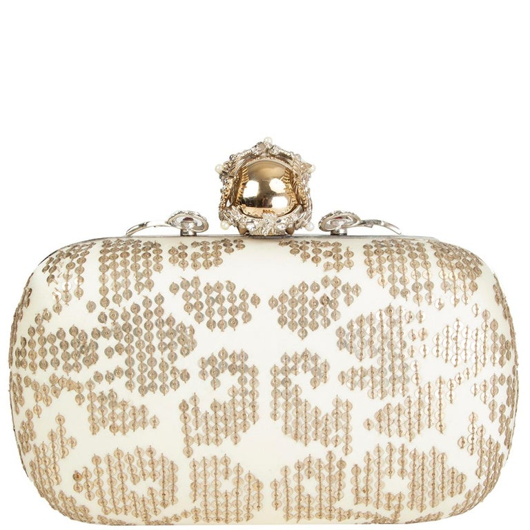 ALEXANDER MCQUEEN white gold SEQUIN CORWN SKULL Box Clutch Bag In Excellent Condition For Sale In Zürich, CH