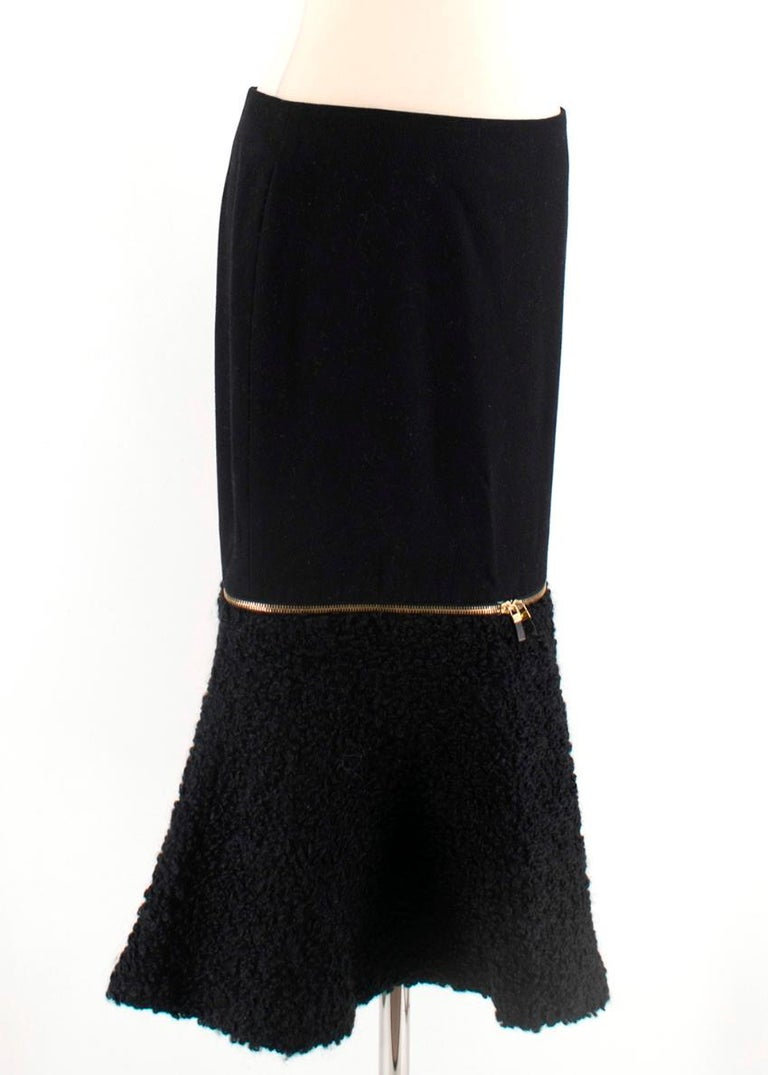 Alexander McQueen Wool & Mohair Blend Flared Zip Detail Midi Skirt  - Lower Gold Zip  - Removable Fleece Wool  - Cupro Lining  - Invisible back Zip fastening - Fluted Hemline    Material  47% Wool  31% Fleece Wool  4% Nylon 3% Viscose  Lining  100%