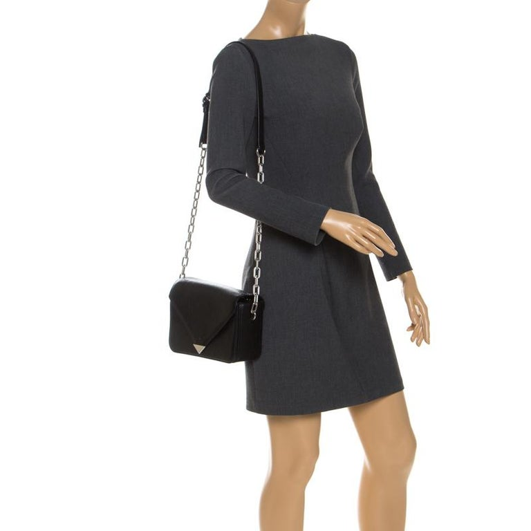 Every modern-day wardrobe needs an Alexander Wang bag like this. Simple and polished with a contemporary edge, this bag stands out with its structured shape. Crafted from black leather, it comes with an envelope flap that opens to a fabric-lined