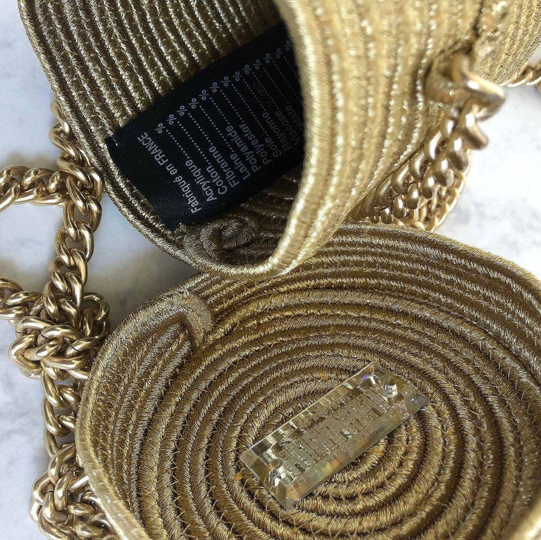Alexis Mabille Mini Bucket Gold Raffia Bow Bag Chain Strap In Excellent Condition For Sale In , GB