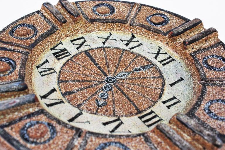 Alfaraz Spanish Glazed Ceramic Clock Design Round Large Ashtray, 1960s In Good Condition For Sale In Barcelona, ES