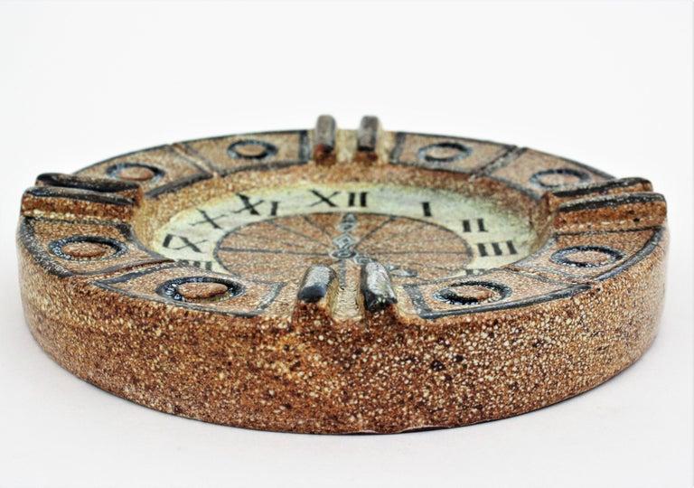 Alfaraz Spanish Glazed Ceramic Clock Design Round Large Ashtray, 1960s For Sale 2