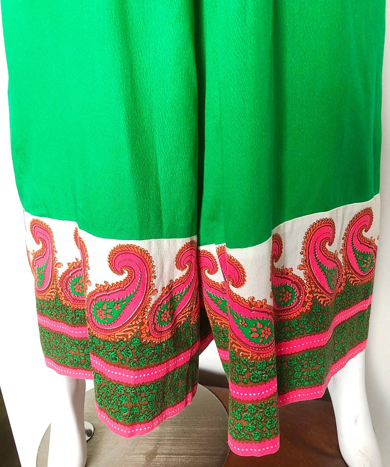 Alfred Shaheen 1960s Large Size Kelly Green + Pink Vintage 60s Palazzo Jumpsuit In Excellent Condition For Sale In Chicago, IL