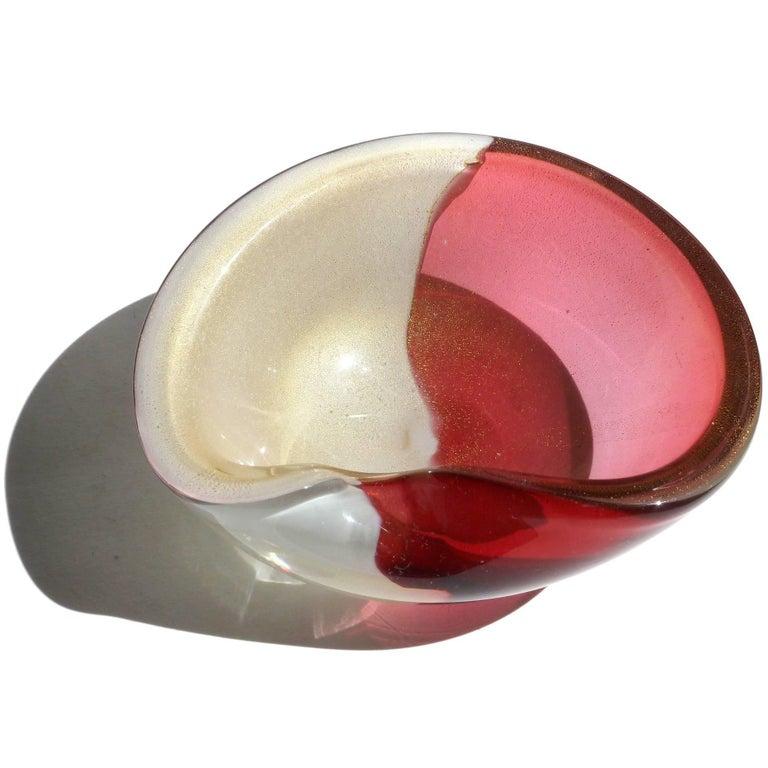 Mid-Century Modern Alfredo Barbini Amethyst and Gold Flecks Italian Art Glass Decorative Bowl For Sale