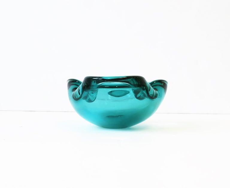 Italian Murano Blue Art Glass Bowl attribute to Alfredo Barbini  For Sale 7
