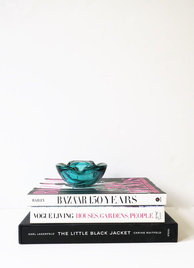 20th Century Italian Murano Blue Art Glass Bowl attribute to Alfredo Barbini  For Sale