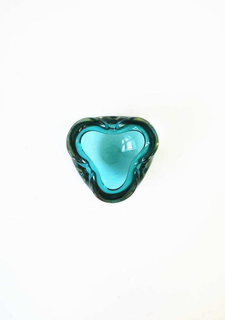 Modern Italian Murano Blue Art Glass Bowl attribute to Alfredo Barbini  For Sale