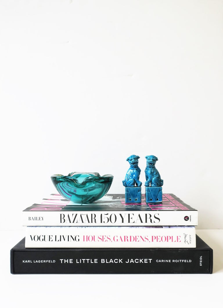 Italian Murano Blue Art Glass Bowl attribute to Alfredo Barbini  For Sale 4