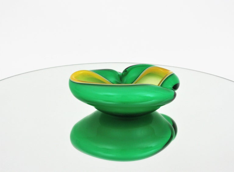 Alfredo Barbini Murano Sommerso Green, Yellow and White Art Glass Folded Bowl For Sale 6