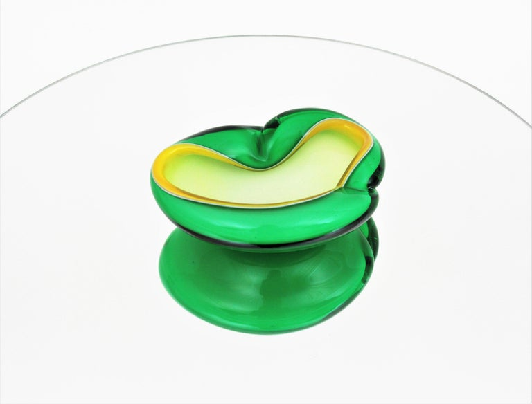 Alfredo Barbini Murano Sommerso Green, Yellow and White Art Glass Folded Bowl For Sale 1