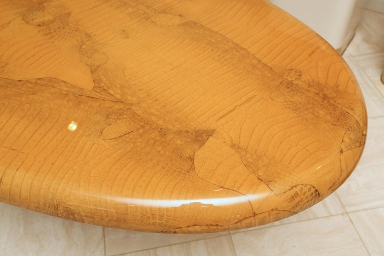 Alligator and Lacquer Oval Dining Table In Good Condition For Sale In New York, NY
