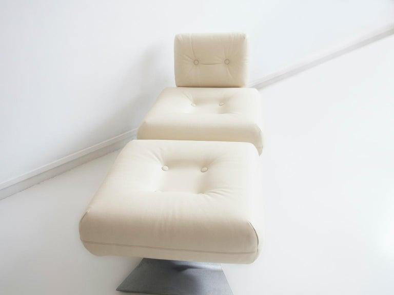 Mid-Century Modern Alta Lounge Chair and Ottoman by Oscar Niemeyer
