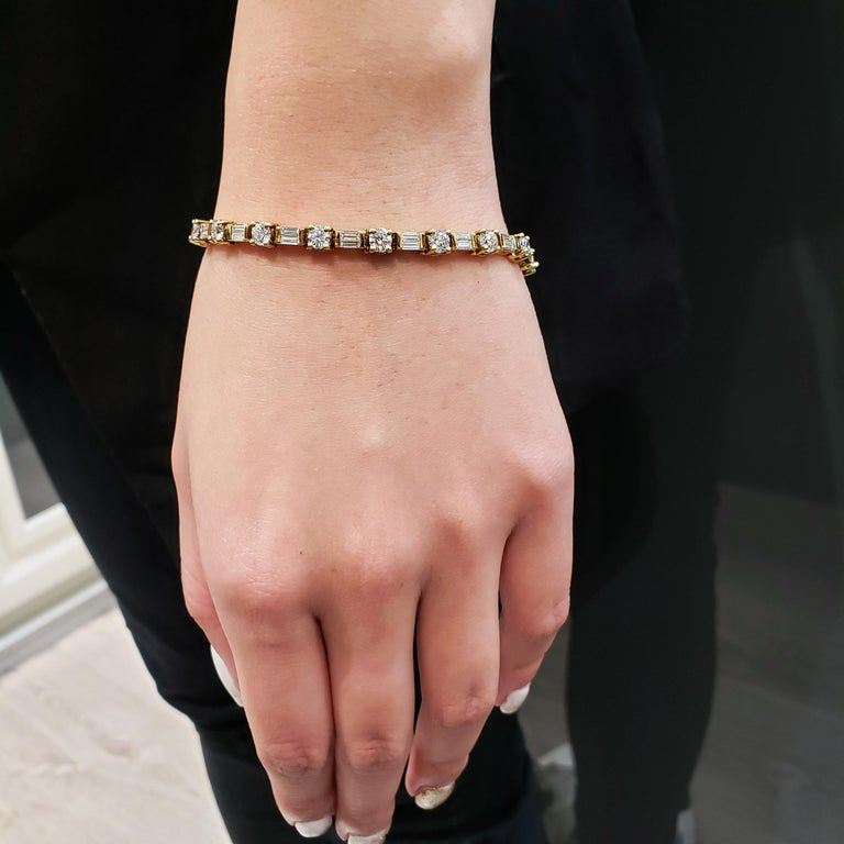 Contemporary Alternating Round and Baguette Diamond Yellow Gold Tennis Bracelet For Sale