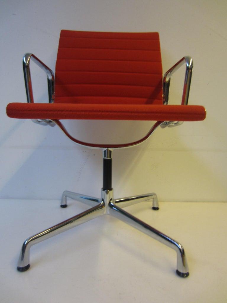 Aluminium red chair EA 104 Charles & Ray Eames, Vitra new.