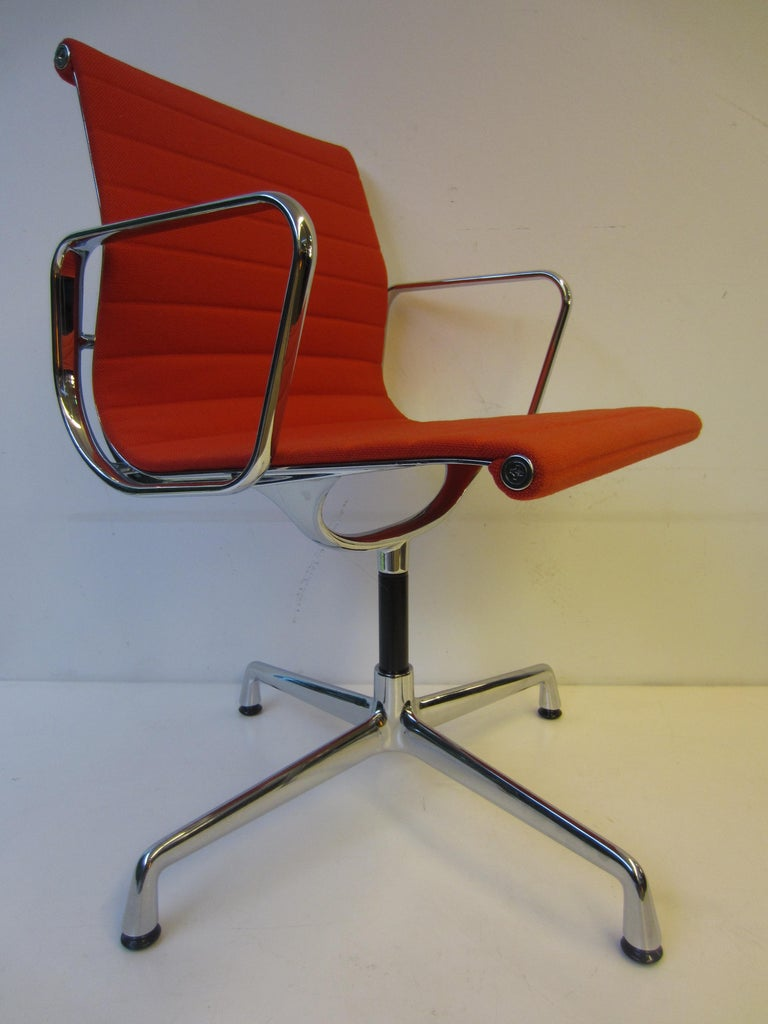 Modern Aluminium Red Chair EA 104 Charles & Ray Eames, Vitra For Sale