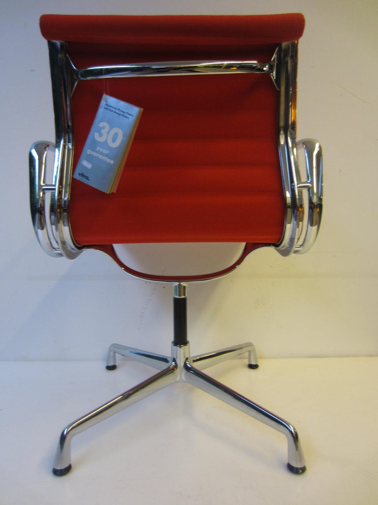 Aluminium Red Chair EA 104 Charles & Ray Eames, Vitra In Excellent Condition For Sale In Porto, PT