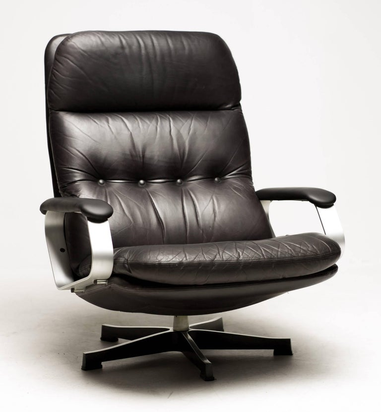 Very impressive and comfortable Borsani style, 1970s large black leather lounge chair. Aluminium swivel base and armrests upholstered in black leather. The Eames lounge chair has a reputation for being comfortable, but this chair is really