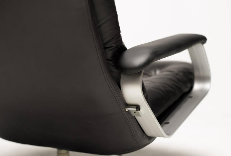 Aluminum and Black Leather Lounge Chair For Sale 1