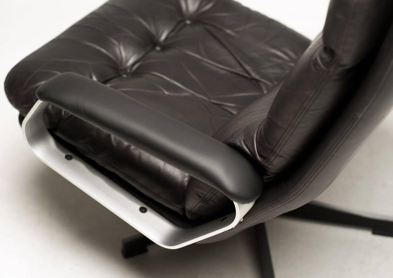 Aluminum and Black Leather Lounge Chair For Sale 2
