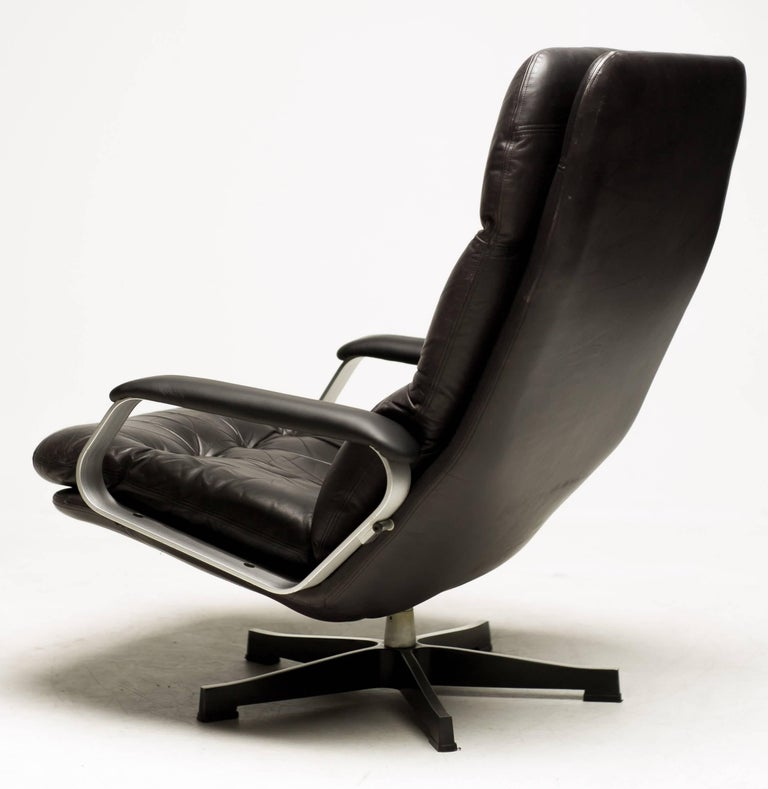 Aluminum and Black Leather Lounge Chair For Sale 3