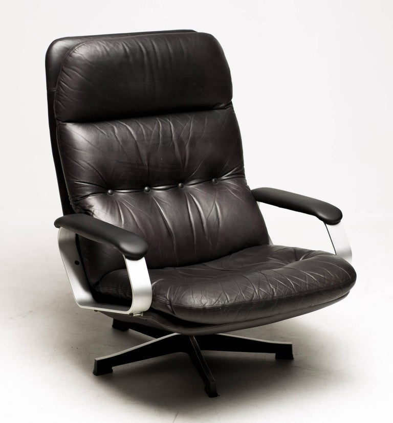 Aluminum and Black Leather Lounge Chair For Sale 4