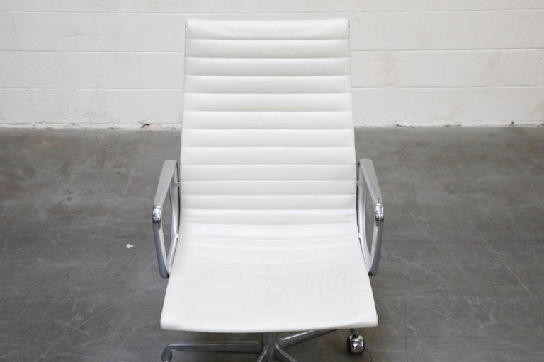 Aluminum Group Executive Desk Chair by Charles Eames for Herman Miller, Signed For Sale 1