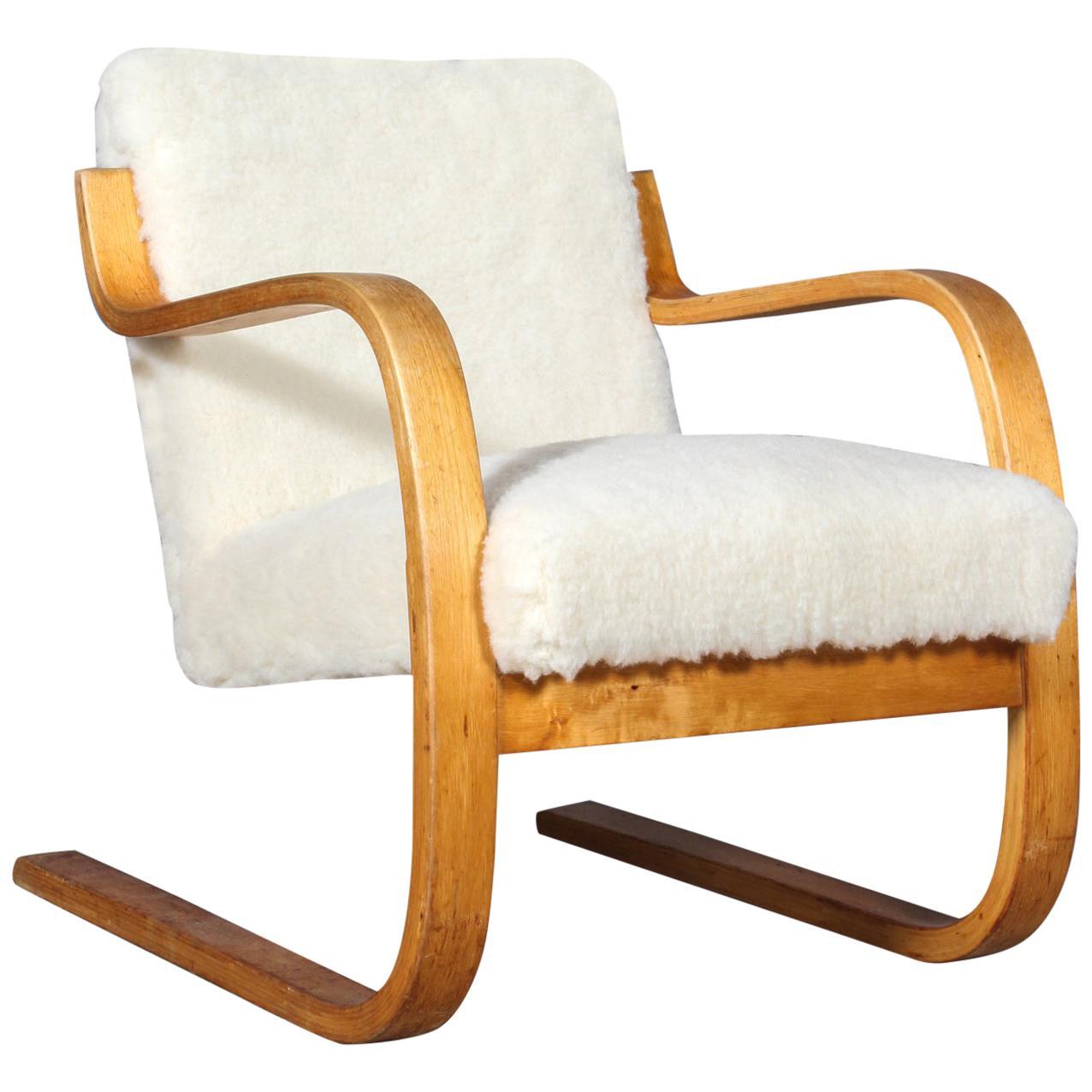 Alvar Aalto 402 Series Armchair for Artek, circa 1960, Sheepwool