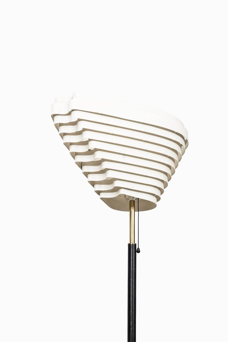 Alvar Aalto Angel Wing Floor Lamp Model A805 by Valaistustyö in Finland In Excellent Condition For Sale In Malmo, SE