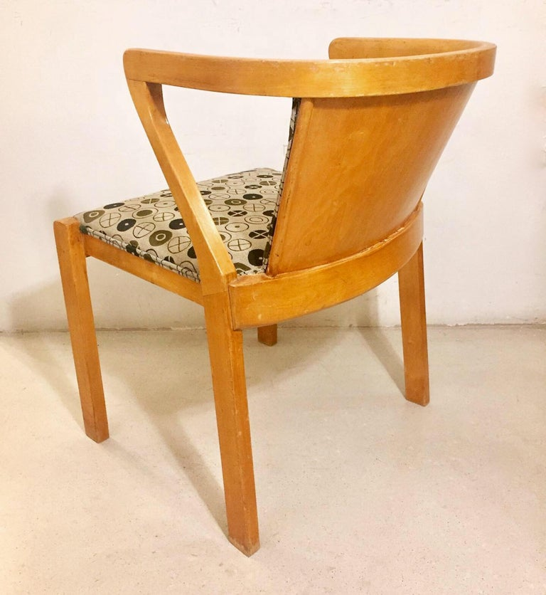 An Alvar Aalto Borchardt chair, model 15, designed by Alvar Aalto and edited in 1930. Stamped. Upholstered in Eames style fabrics. Excellent condition.