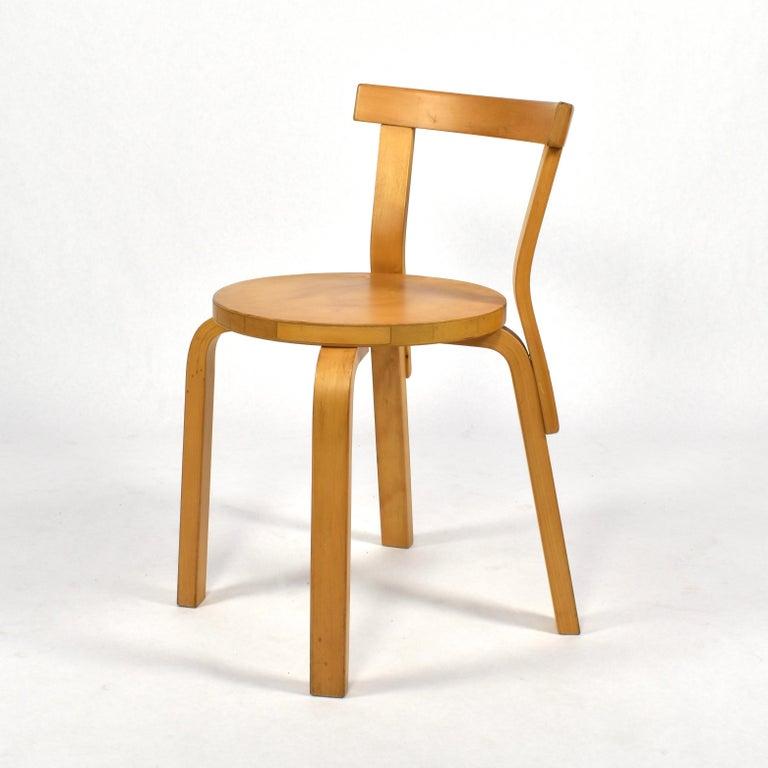 Scandinavian Modern Alvar Aalto Model 68 Chair for Artek, Finland, circa 1970 For Sale