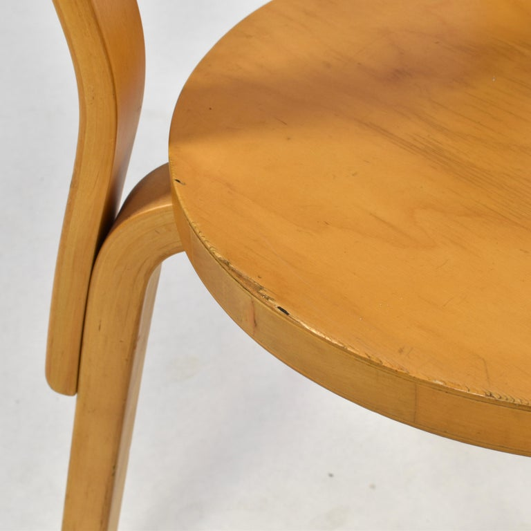 Alvar Aalto Model 68 Chair for Artek, Finland, circa 1970 In Fair Condition For Sale In Pijnacker, Zuid-Holland