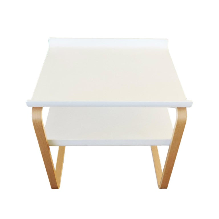 Minimalist Alvar Aalto Side Table 915 Set For Sale