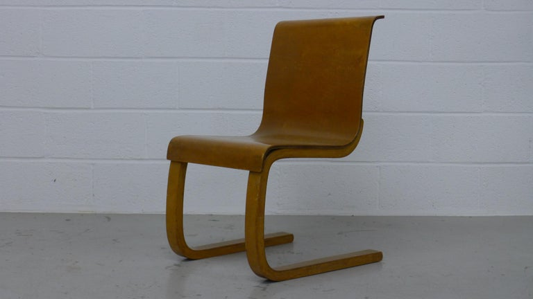 Mid-Century Modern Alvar Aalto Type 21 Chair Molded Plywood, Finmar Label, 1930s For Sale