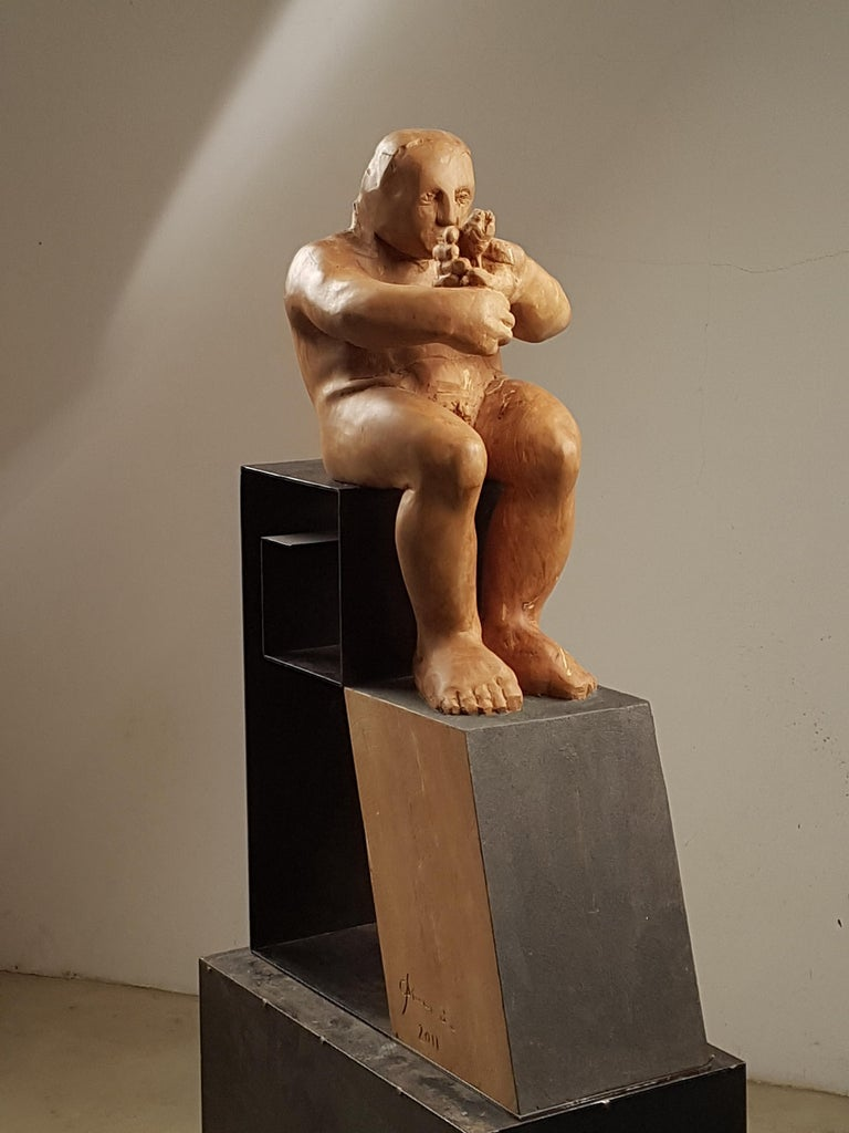 Amancio González Andrés Figurative Sculpture - L´homme amoureux V. original wood sculpture