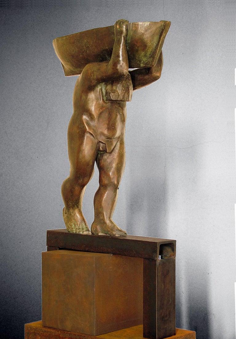 el hombre y el mar. original sculpture iron bronze For Sale 1