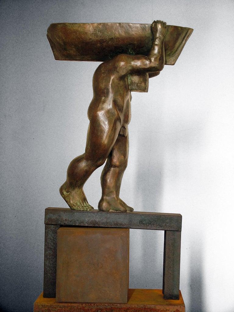 el hombre y el mar. original sculpture iron bronze For Sale 2