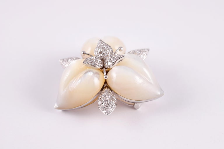 Amarosa Mother of Pearl Diamond Brooch In Good Condition For Sale In Dallas, TX