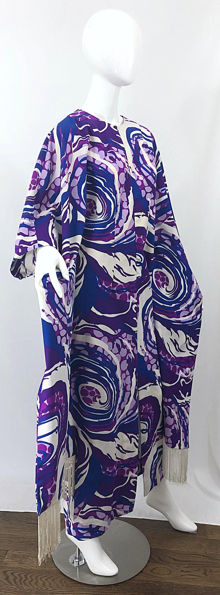 Amazing 1970s Fringed Purple and Blue Abstract Swirl Print Vintage 70s Caftan For Sale 6