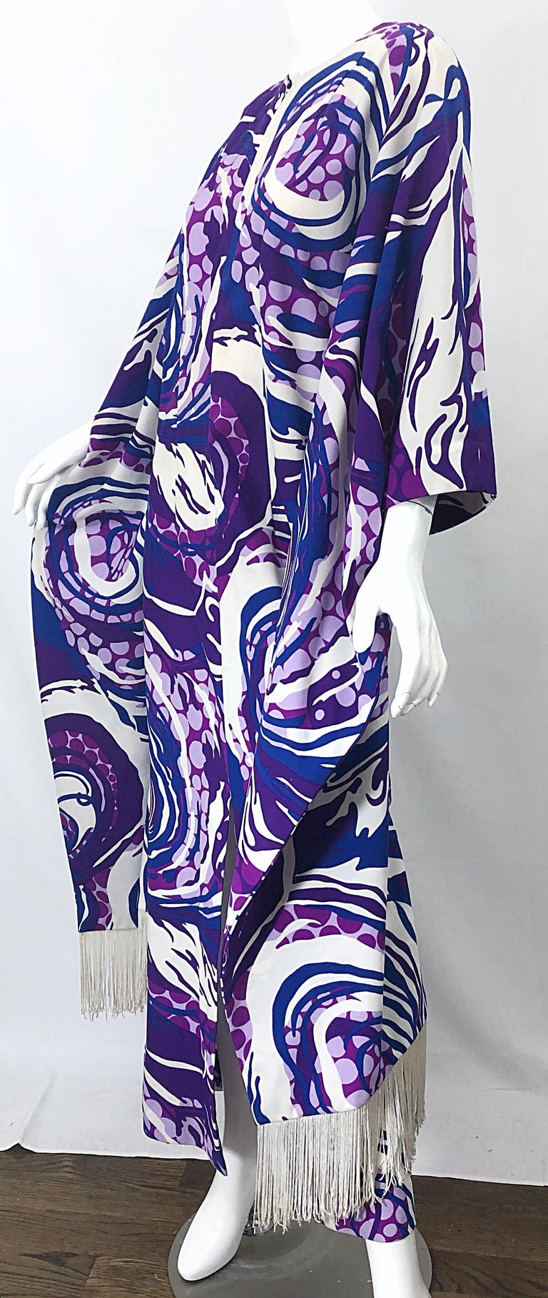 Amazing 1970s Fringed Purple and Blue Abstract Swirl Print Vintage 70s Caftan For Sale 7