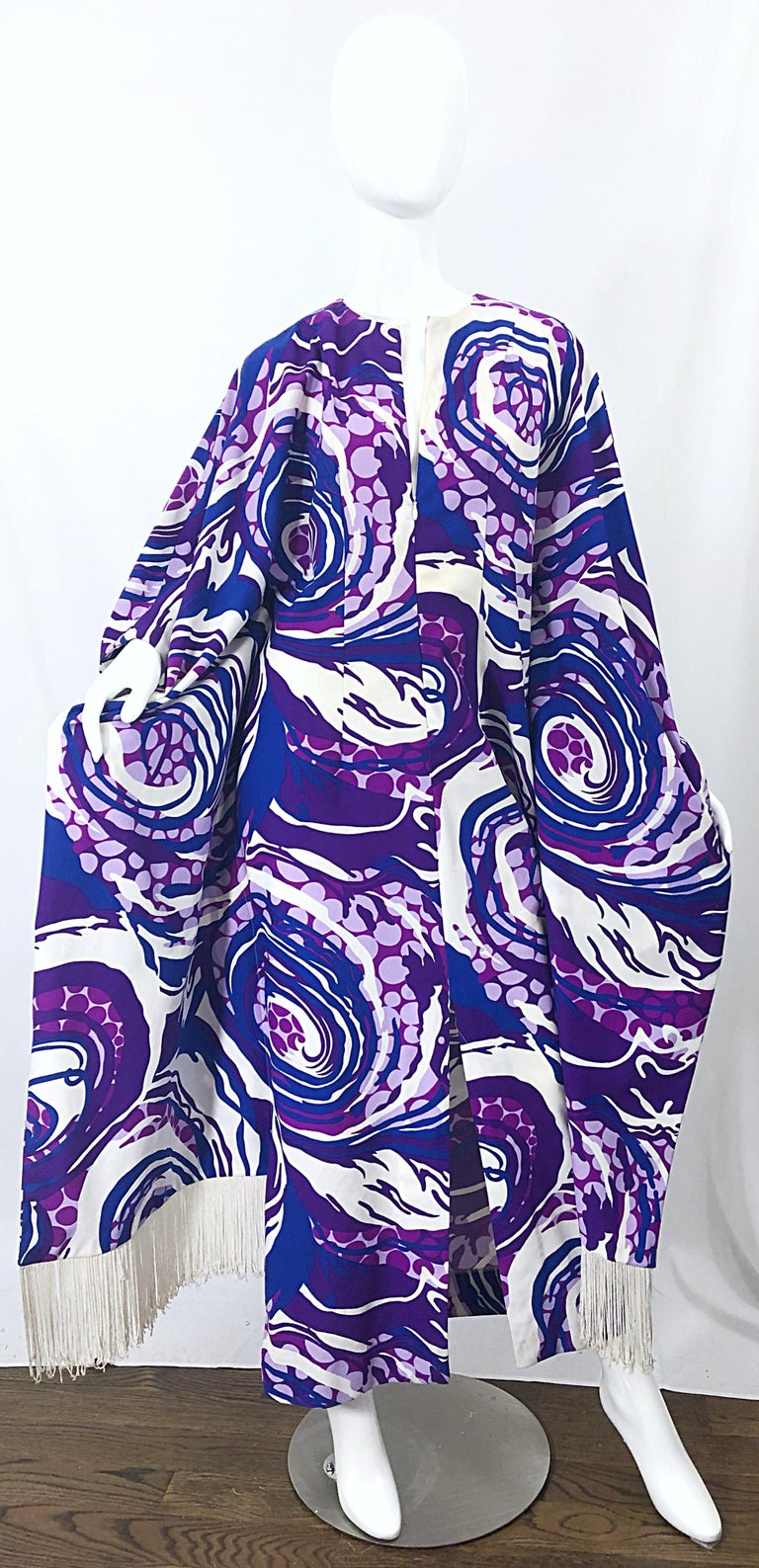 Amazing 1970s Fringed Purple and Blue Abstract Swirl Print Vintage 70s Caftan For Sale 9