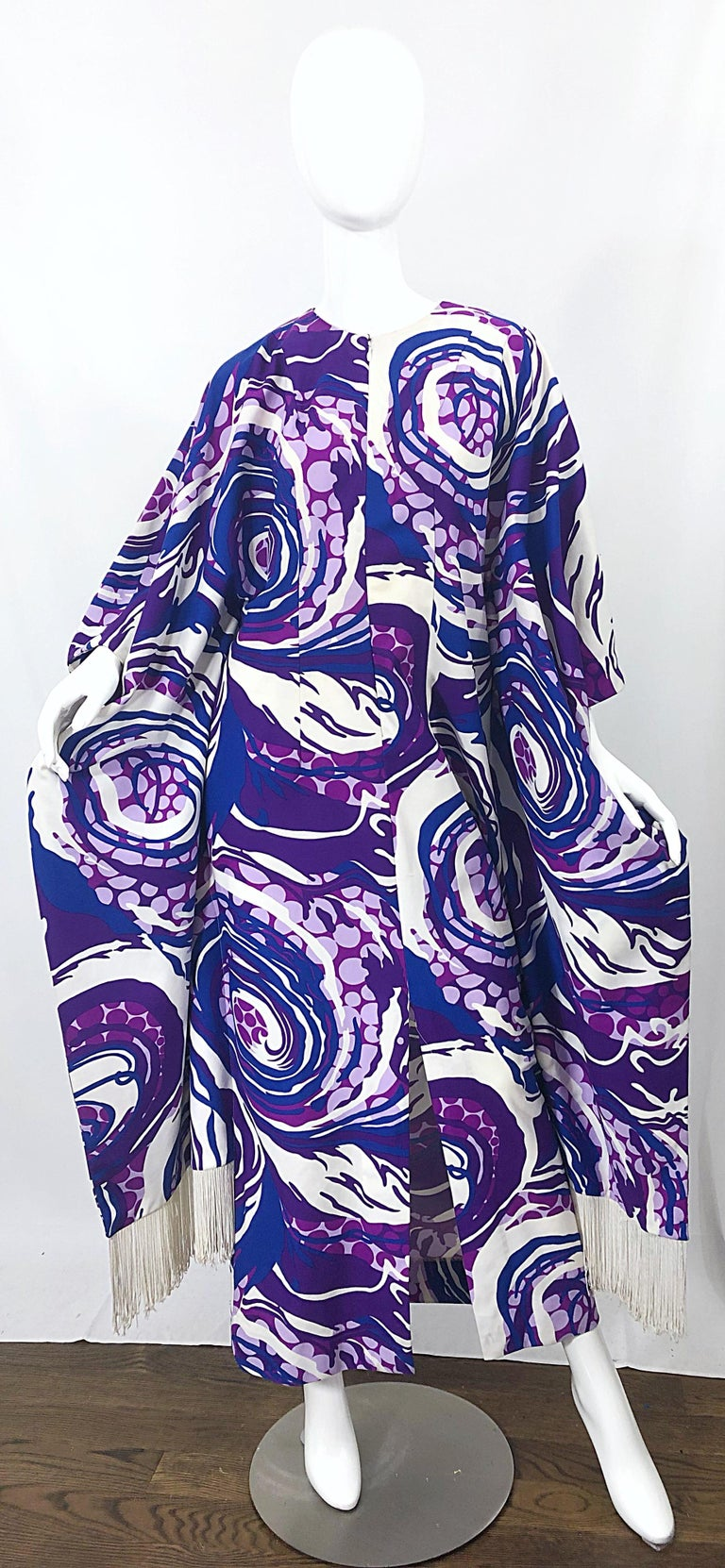 Amazing 1970s Fringed Purple and Blue Abstract Swirl Print Vintage 70s Caftan For Sale 12