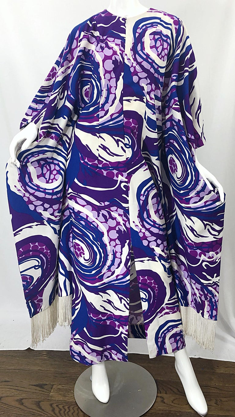 Amazing 1970s Fringed Purple and Blue Abstract Swirl Print Vintage 70s Caftan For Sale 2