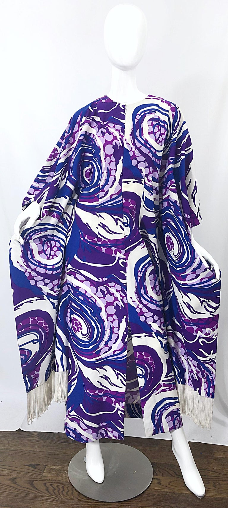 Amazing 1970s Fringed Purple and Blue Abstract Swirl Print Vintage 70s Caftan For Sale 3