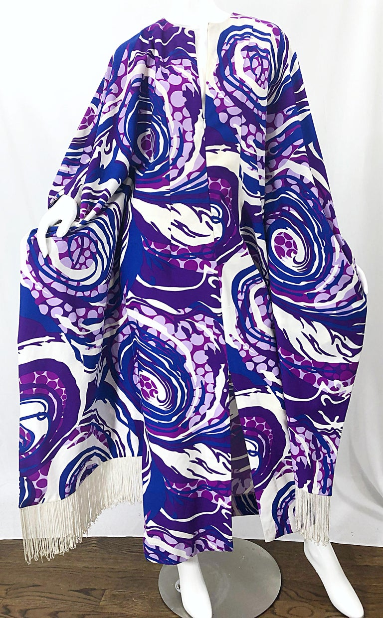 Amazing 1970s Fringed Purple and Blue Abstract Swirl Print Vintage 70s Caftan For Sale 5