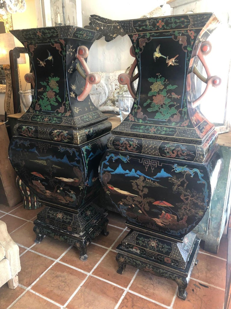 Amazing 19th Century Large Pair of Black Asian Lacquer Vases on Stand For Sale 1