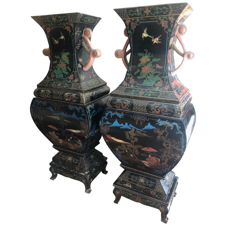 Amazing 19th Century Large Pair of Black Asian Lacquer Vases on Stand For Sale