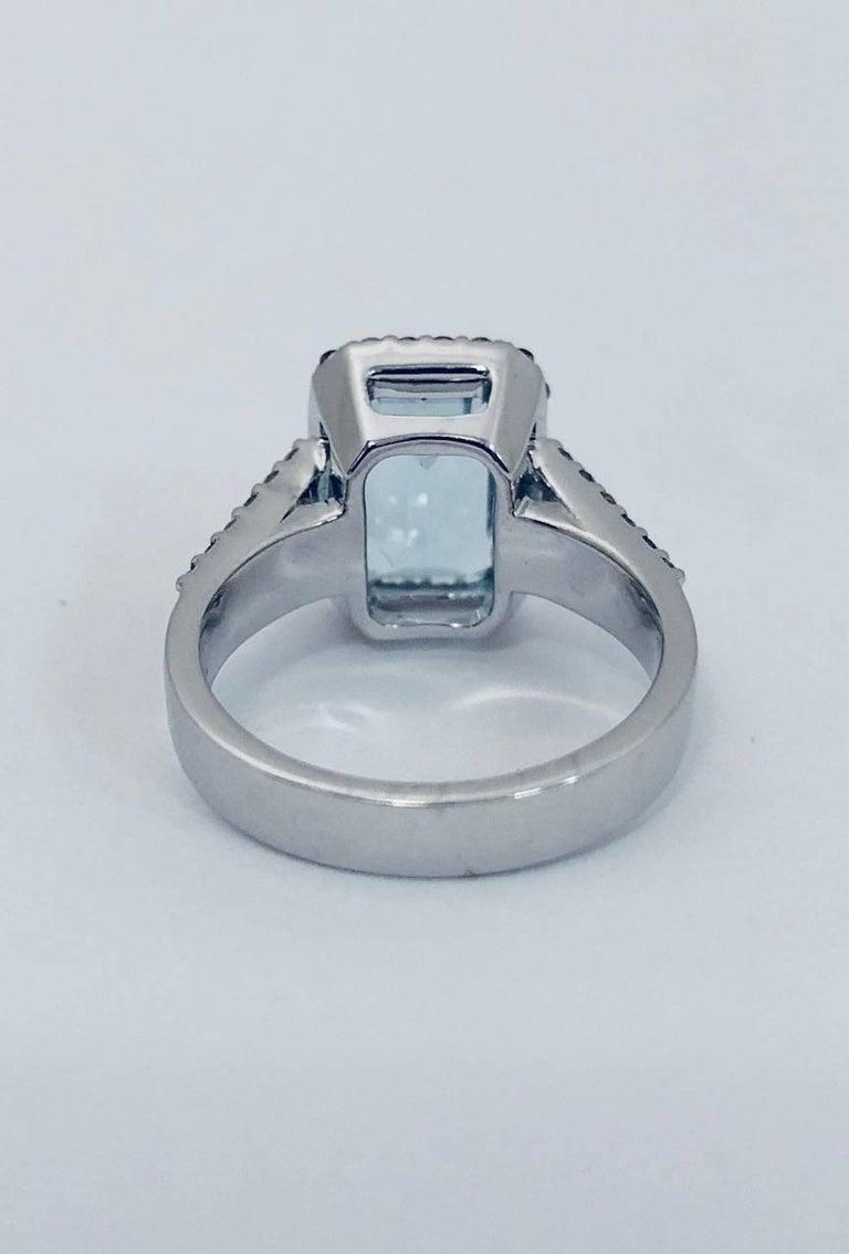 Women's Aquamarine Diamond 18 Karat White Gold Ring For Sale